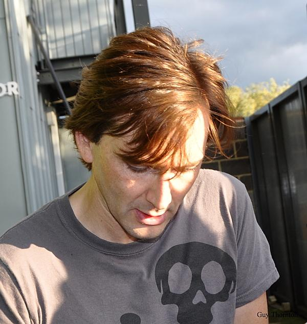 David Tennant grey T shirt with skull during Richard II