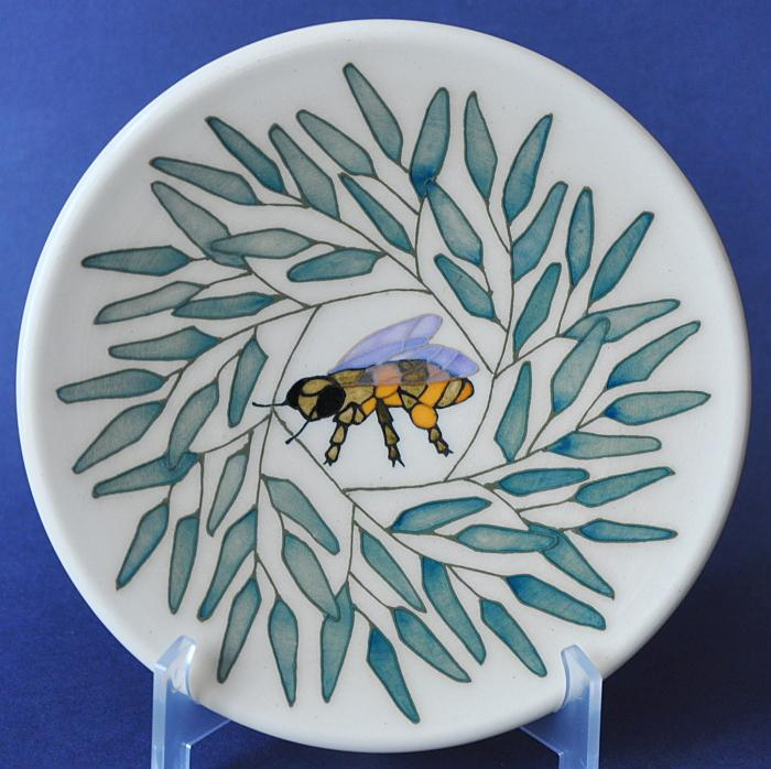 Dennis Chinaworks Willow and Bee Roundel Sally Tuffin