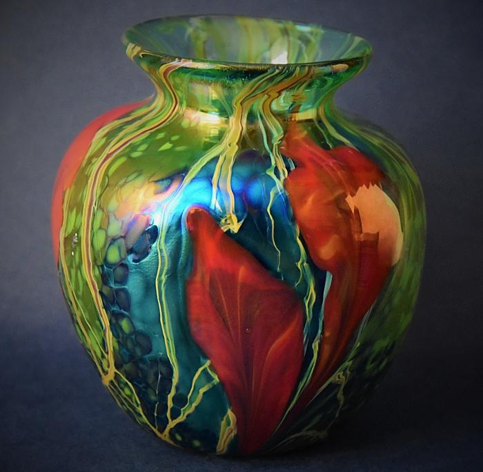 Green Flattened Vase With Red Flowers Y11 Kayleigh Young Glass