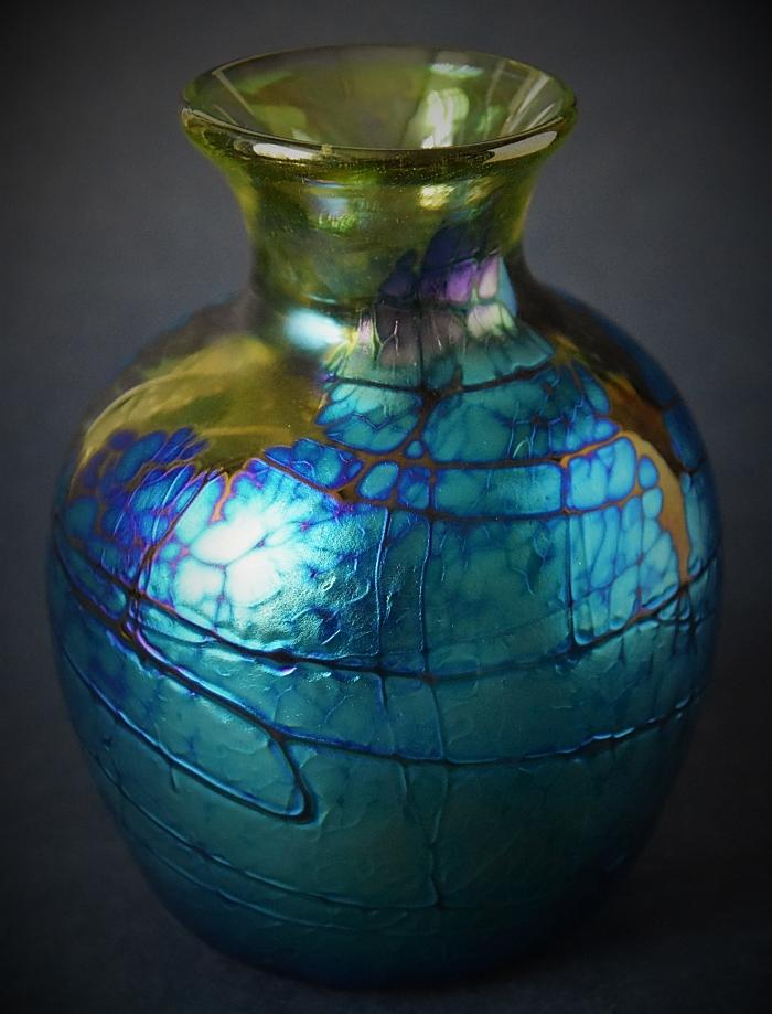 Green and Blue Vase With Narrow Neck Y3 Kayleigh Young Glass