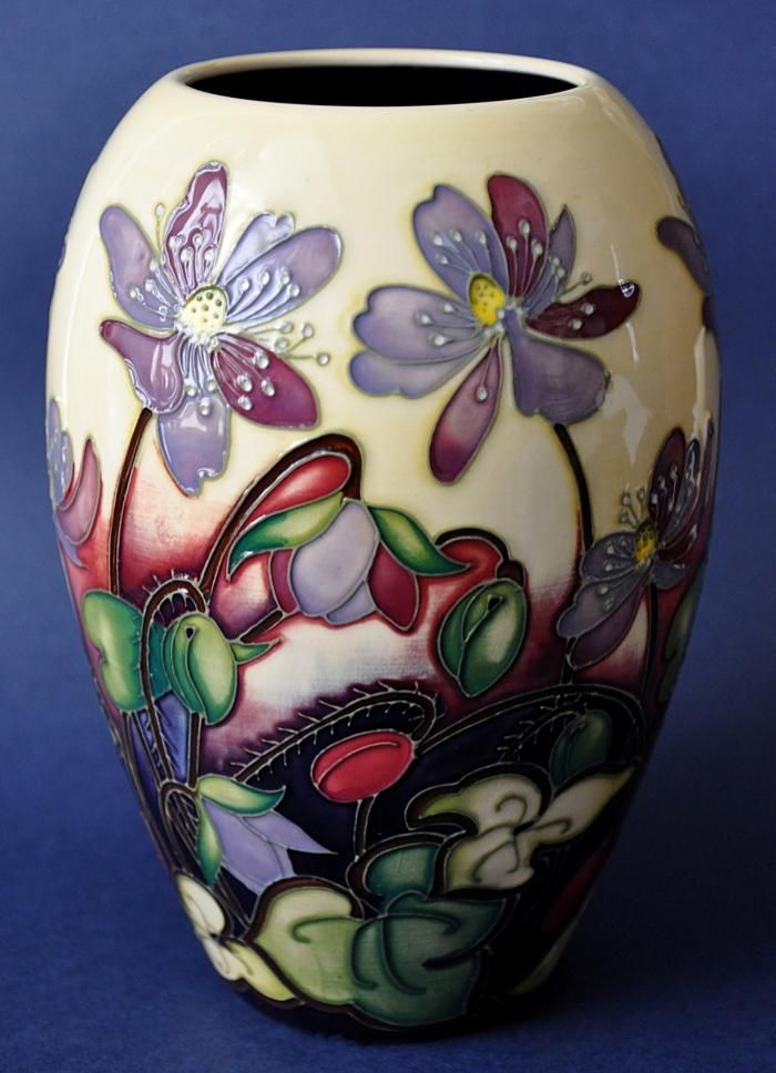 Moorcroft Pottery Ashwood Medal of Honour 102/7 Emma Bossons Numbered