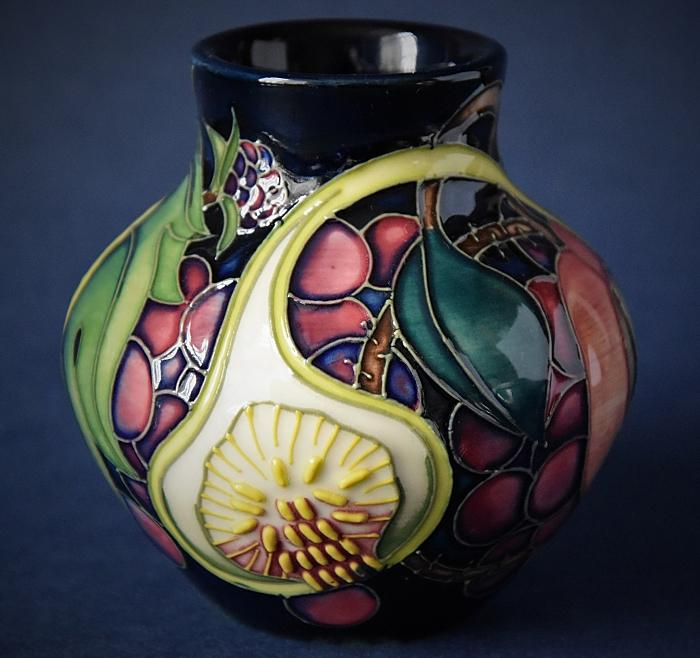 Moorcroft Pottery Queen's Choice 35/3 Emma Bossons  Open Edition