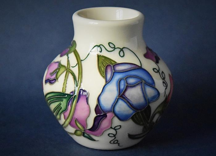Moorcroft Pottery 35/3 Sweetness Nicola Slaney An Open Edition