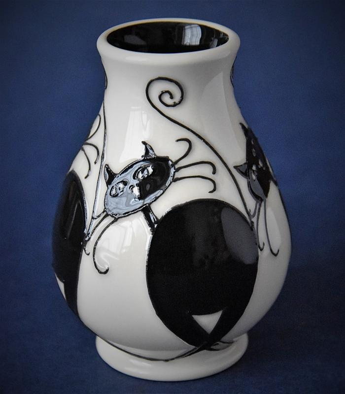 Moorcroft Pottery 7/3 Feline Friends Nicola Slaney An Open Edition