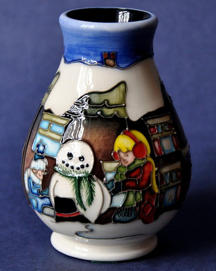 Moorcroft Pottery Christmas Morning 7/3 Vicky Lovatt Open Edition