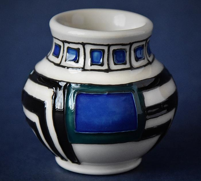 Moorcroft Pottery Mackintosh Collection Modernity 914/2 Emma Bossons