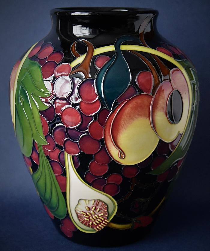 Moorcroft Pottery Queen's Choice 216/8 Emma Bossons  Open Edition