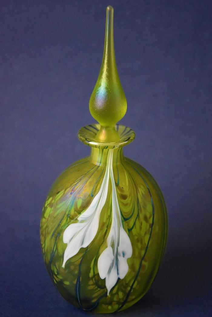 Richard Golding Station Glass Green Perfume with White Flowers